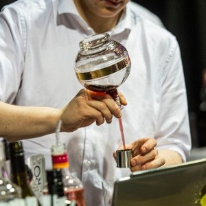 Cocktail pouring - homepage gallery